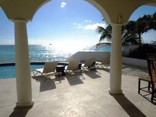 Beachfront Villa - Villa Bahari, a lovely 3 Bedroom, 3.5 Bathroom Villa!, St. Maarten-St. Martin