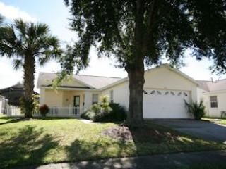 Comfy Pool Home 5 minutes from Disney, Kissimmee