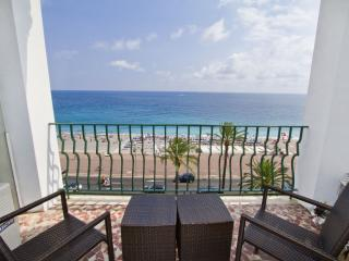 3 Bedroom Renovated Seafront Apartment in Nice