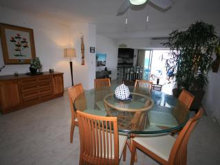 Lovely Villa 4, Open for Vacation rentals! At  Solymar Cancun Condo, Cancún