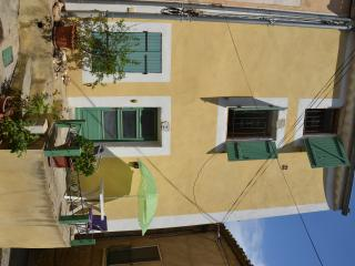 Long let 2 Bedroom House Magalas, South of France