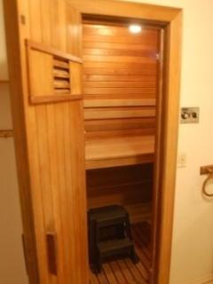The 4-person sauna on the first floor