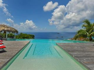 Blue Swan Villa comes complete with a pool bar and  stunning sunset views, Lurin