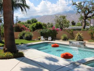 Sweet Mid Century Pad w/ Hot Views!, Palm Springs