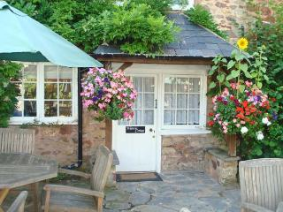 WISTERIA COTTAGE, semi-detached, WiFi, pet-friendly, beaches close by, near Dunster, Ref 25293