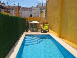 House for 12 or 24 people with pool near the beach, Calella