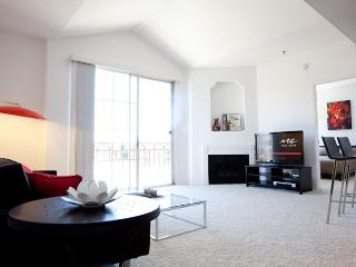 Pet Friendly Contemporary 2 Bedroom Home in Miracle Mile, West Hollywood