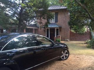 $819/wk Charming Belhaven Carriage House, Jackson