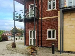 RACECOURSE APARTMENT, king-size beds, WiFi, direct access to racecourse, short walk to city centre, in Chester, Ref 916838, Wrexham