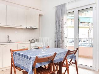 Central and Stylish Apartment!!, Athens