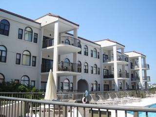 DR 3104 -  Extra-large oceanfront condo with easy beach access, pool & tennis, Wrightsville Beach