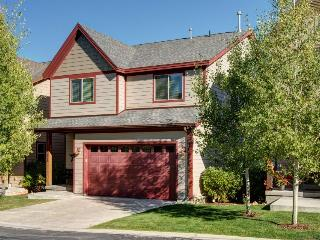 Bear Hollow townhome w/hot tub, jetted tub, & pool access!, Park City