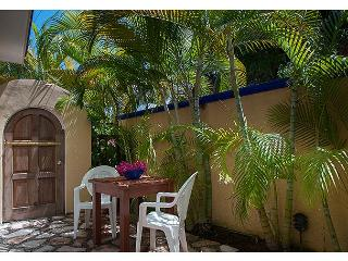Modern, comfortable well appointed apartment with private courtyard., Puerto Morelos