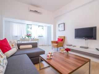 3 BD modern near Gordon beach!, Tel Aviv