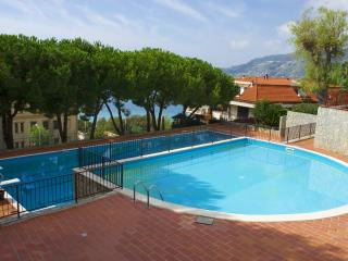 Elettra - Apt by the pool with garden and tennis, Ospedaletti