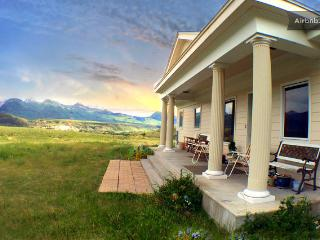 Yellowstone Lodging-3000 SF of Privacy and Comfort, Emigrant
