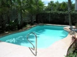 BEACH HOME WITH PRIVATE POOL! 10% OFF MARCH STAYS! CALL NOW!, Panama City Beach