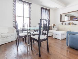 Dawes Road Vacation Rental with Wifi from Ivy Lett, Londres