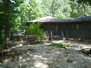 Barnett's Bluff ~  Secluded ~ Overlooks White River ~ Close to Bull Shoals Lake!
