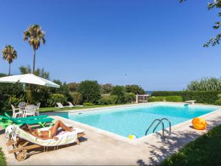 Seafront Villa with pool, Syracuse