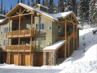 Big White SilverTipLanding 100% ski in/out&hot tub, Okanagan Valley