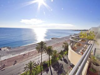Top floor 1 bedroom apartment seafront Nice France