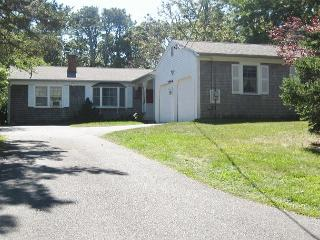 Brewster 3 bedroom, 2.5 bath less than 1 mile to Linel Landing Beach!, Sandwich