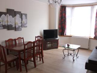 Main Door Apartment - Dumbarton City Centre