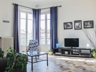 Bright, Spacious and Affordable Marseille Holiday Apartment Rental