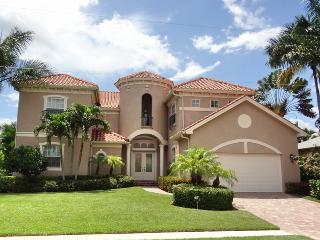 Our Little Castle In The Middle Of Marco Island With 5 Bedrooms, Isla Marco