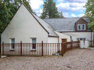 MILTON COTTAGE, en-suite facilities, WiFi, attractive cottage, in Archiestown, Ref. 9747
