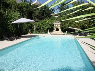 No car needed: manor hse with pool in village, Bergerac
