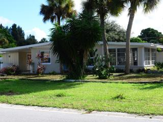 Garden Home withTwo bedrooms + bonus Florida Room, Nokomis