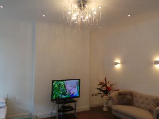 2 bed flat, London
