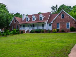 Stunning 4 BDR Mansion  1 Acre Pool, Conyers
