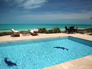 CHRISTMAS & NEW YEARS: Turks And Caicos Villa 80 An Elegant And Spacious Luxury House Directly On Exclusive Long Bay Beach.
