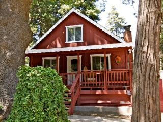 Whispering Pines Cabin - great covered porch!, Lake Arrowhead