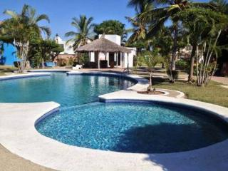 Comfortable House Close To The Beach In The Quiet Area On Royal Country, Mazatlan