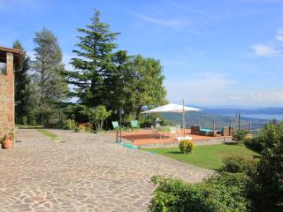 Ancient farmhouse with wonderful views of the lake, Lisciano Niccone