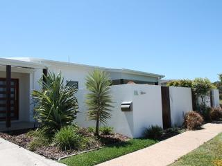 SANDS beach house, FREE WIFI, Mount Coolum, Coolum Beach