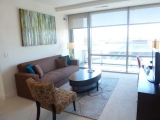 Lux 1BR Crystal City Apt w/pool, Arlington