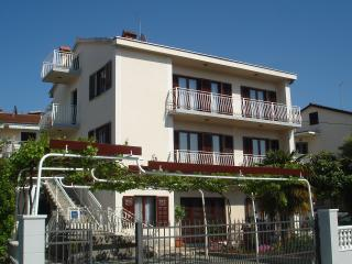 Apartment**** for 6 persons with seaview, Malinska