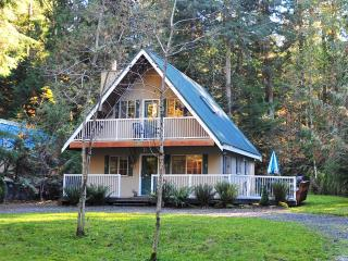 2-STORY CHALET, 3BR / 2BA IN SNOWLINE, HOT TUB, Glacier