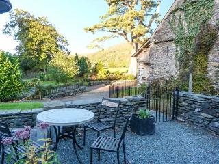 HORSESHOE COTTAGE, single-storey accommodation, woodburner, en-suite, near Coniston Water, Ref 27145, Colton