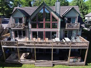 Beautiful Lakefront Home w/ Private Indoor Pool, Hot Tub & Dock Slip!, Oakland