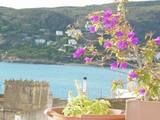 HOUSE PAIRED CENTRE CADAQUES  Sea View AIR, Cadaques