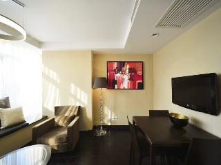 Modern 2Br apt in Heart of SH, Great Location, Shanghai