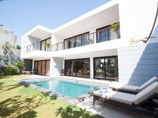 3 BR Affordable Luxury Villa Skye Dee, Legian