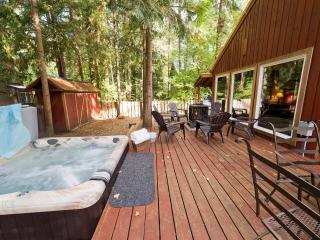 WIFI, Hot tub, fireplace & walk to the Sandy River, Brightwood