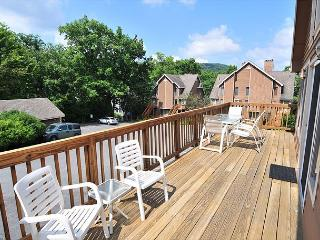 Gorgeous home located close to lake activities, McHenry